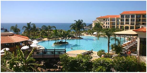 FLIGHTS, ACCOMMODATION AND MOVEMENT IN FUNCHAL